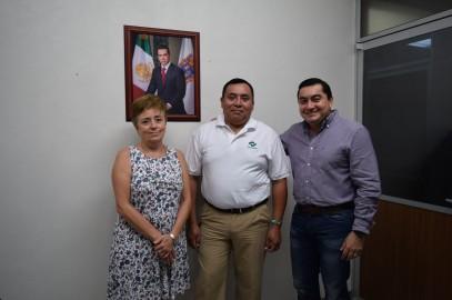 Felicitando al Maestro El Ing. Victor Manuel Pérez Balan por la Beca COMEXUS